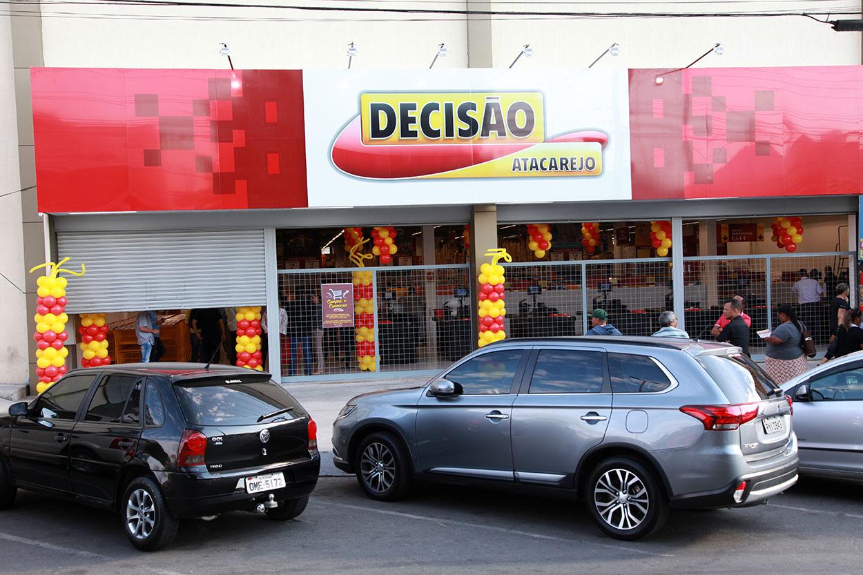 Decisao Atacarejo - Inauguracao Loja Santa Luzia - Brazilian Shopping - 17/08/2017 - Foto: Paulo Cunha / Outra Visao